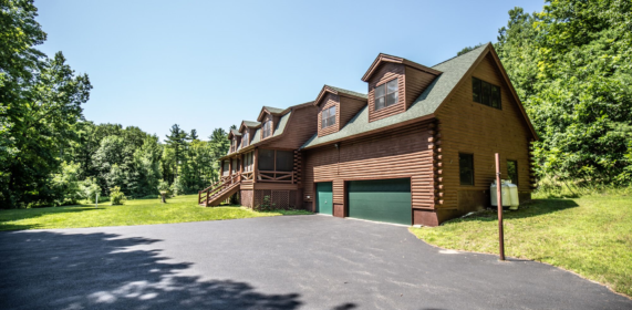 91 Schwerdtfeger Road, Log Home Masterpiece in the Glenburnie area, Lake George